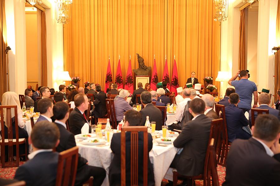 Presidenti i Republikës shtron Iftar në Pallatin e Brigadave