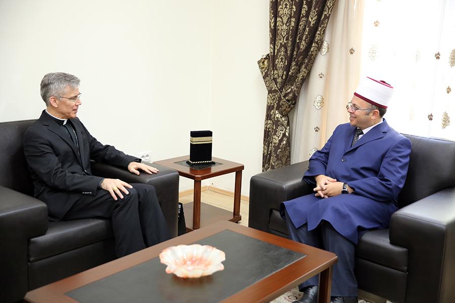 Kryetari i KMSH-së pret Nuncin e ri Apostolik në Shqipëri
