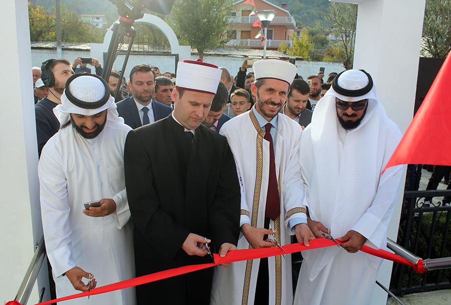 Inaugurohet Xhamia e re në fshatin Ahmetaq, Tiranë