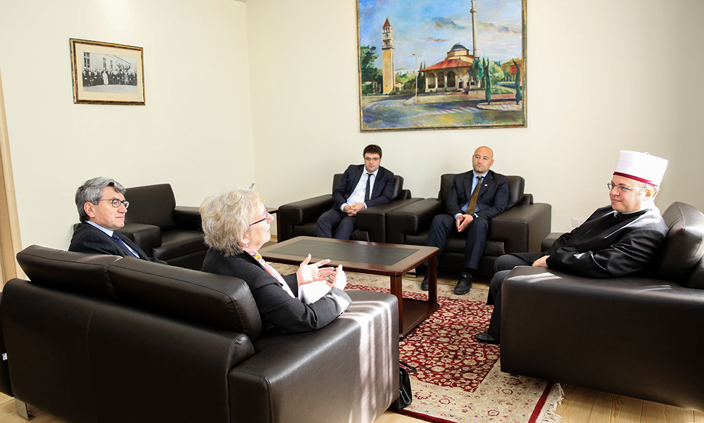 Kryetari Bruçaj pret në një vizitë ambasadoren e Kanadasë