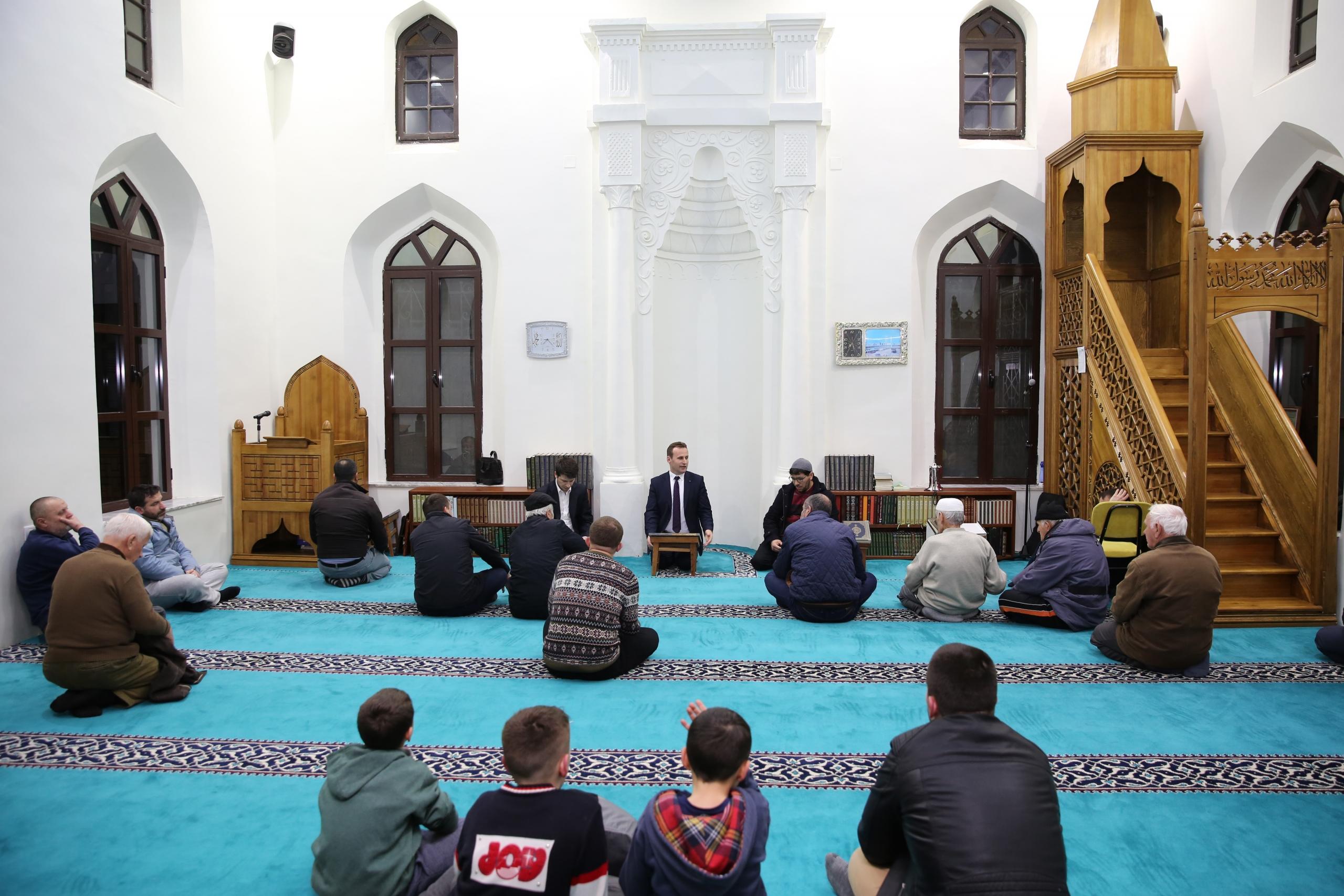 """""""Frytet e Besimit"""" zhvillohen në xhaminë e Pazarit të Ri, Tiranë"""