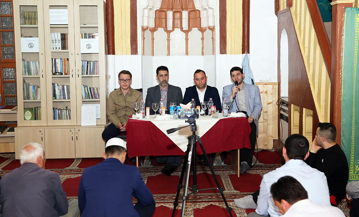 """Cikli i mbrëmjeve fetare """"Frytet e Besimit"""" zhvillohet në xhaminë e Plumbit në Vlorë"""