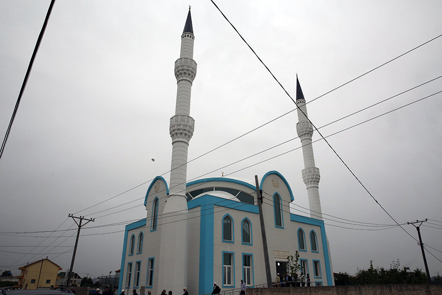 Inaugurohet Xhamia e Re në Paskuqan, Tiranë
