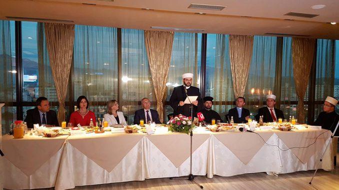 Myftinia e Shkodrës shtron iftar për besimtarë dhe personalitete të qytetit