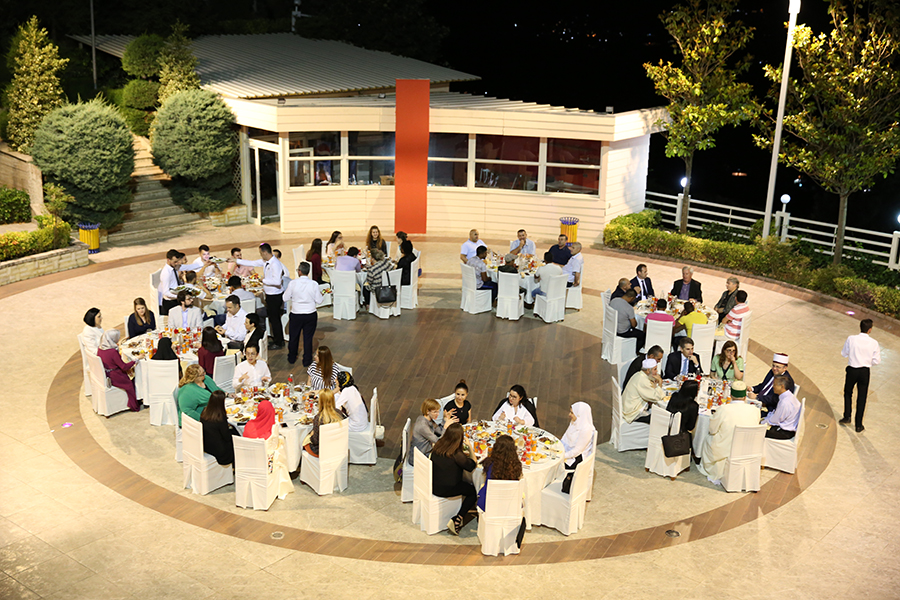 Ambasada Amerikane shtron iftar për besimtarët e Lanabregasit