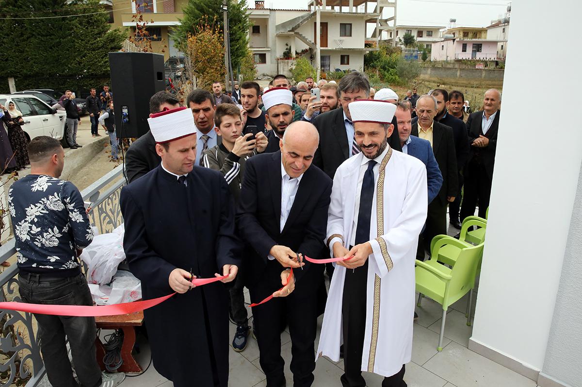 """Inaugurohet Xhamia """"Ebu Bekr"""" në fshatin Domje, Tiranë"""