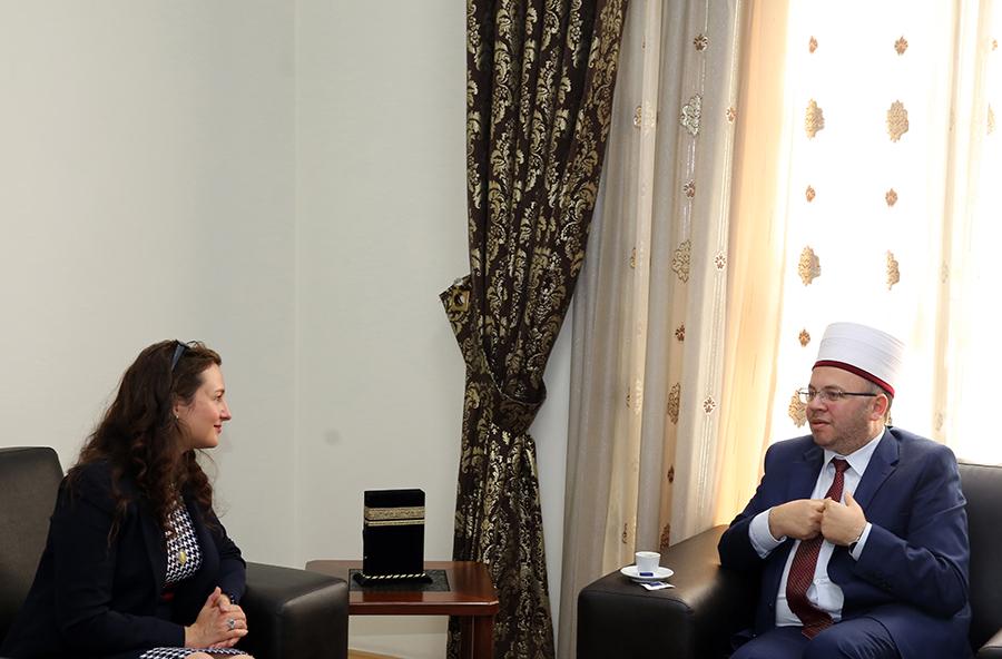 Kryetari i KMSH-së pret në takim të ngarkuarën me punë në Ambasadën e SHBA-ve në Tiranë