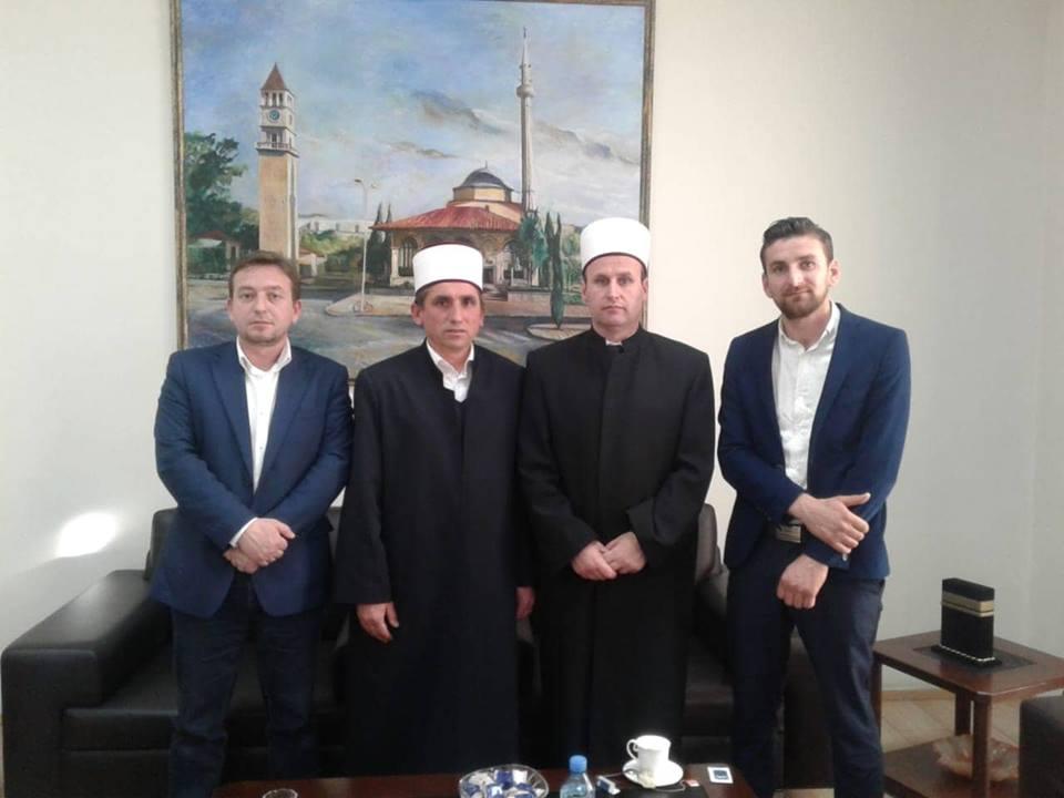 Kryetari i KMSH-së priti në një takim myftiun e Lezhës