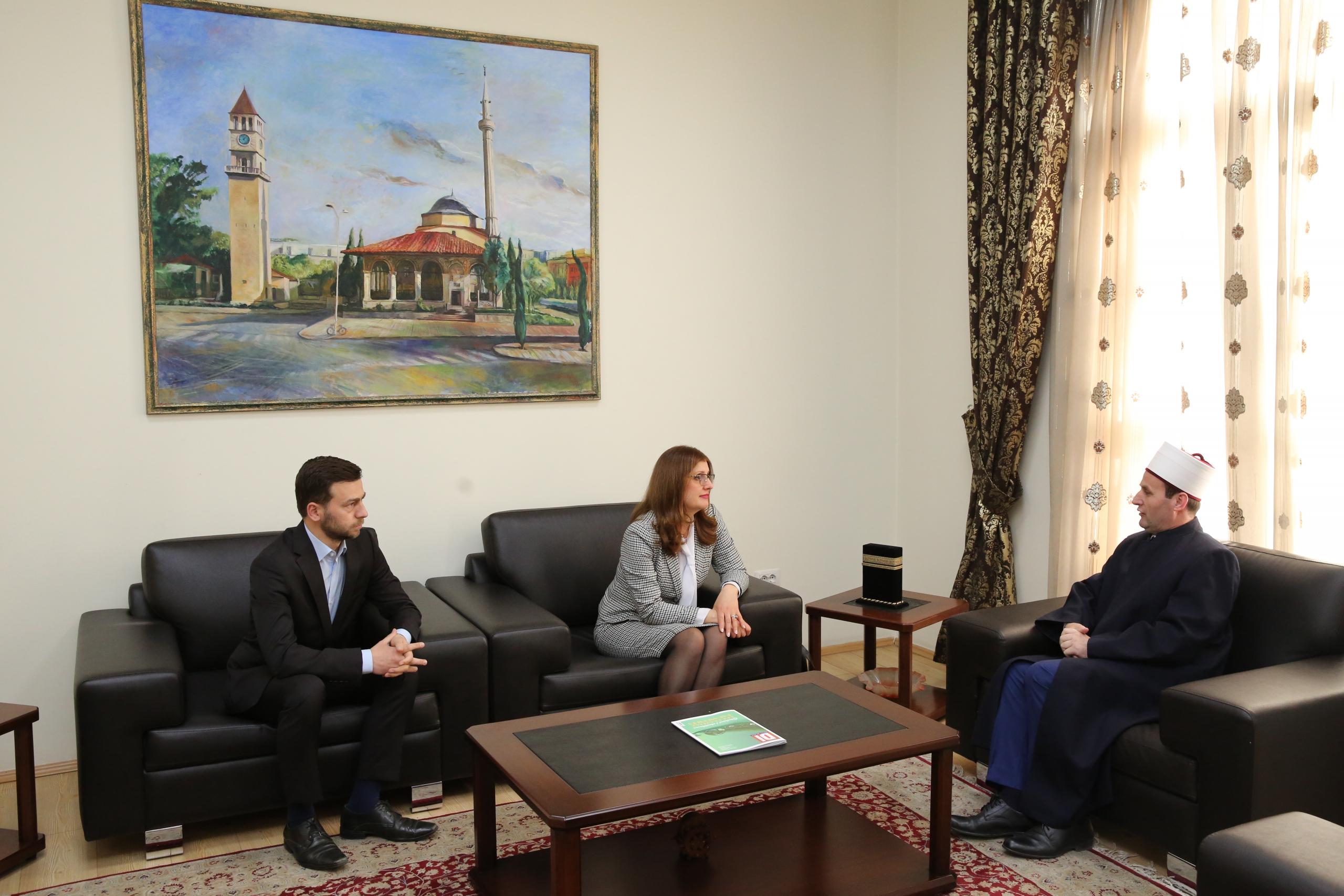 Kreu i KMSH-së pret në një takim kryetaren e Komitetit Shtetëror për Kultet