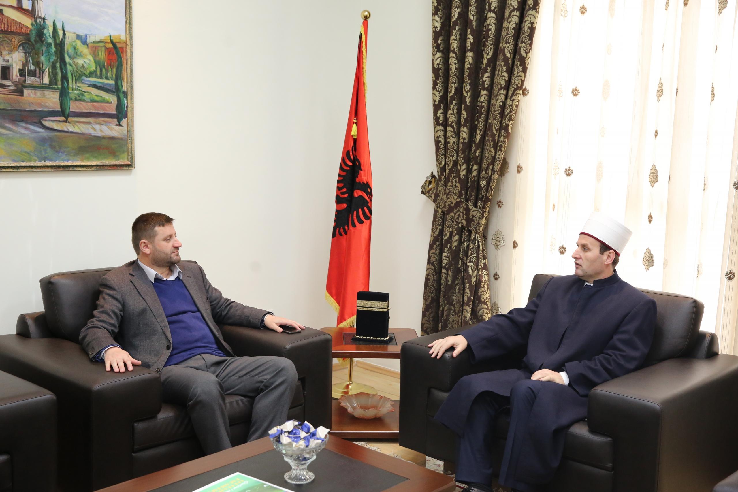 Kryetari i KMSH-së priti në një takim myftiun e Tropojës