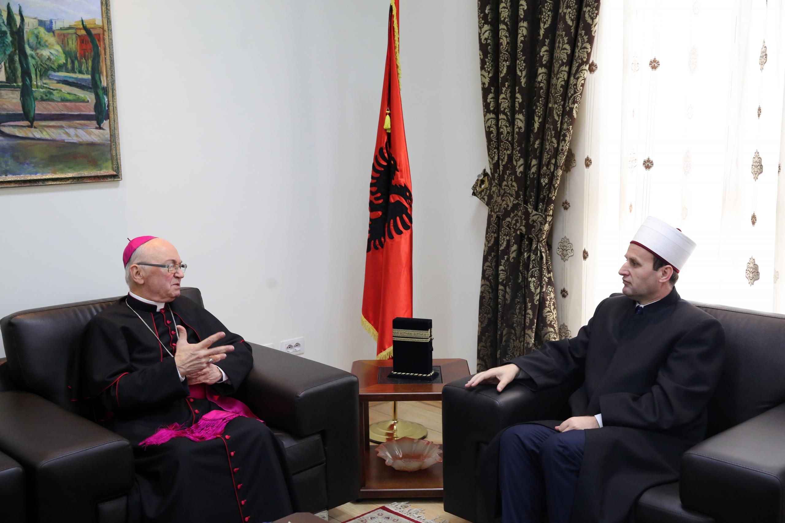 Kryetari i Konferencës Ipeshkvore të Shqipërisë uron kreun e KMSH-së