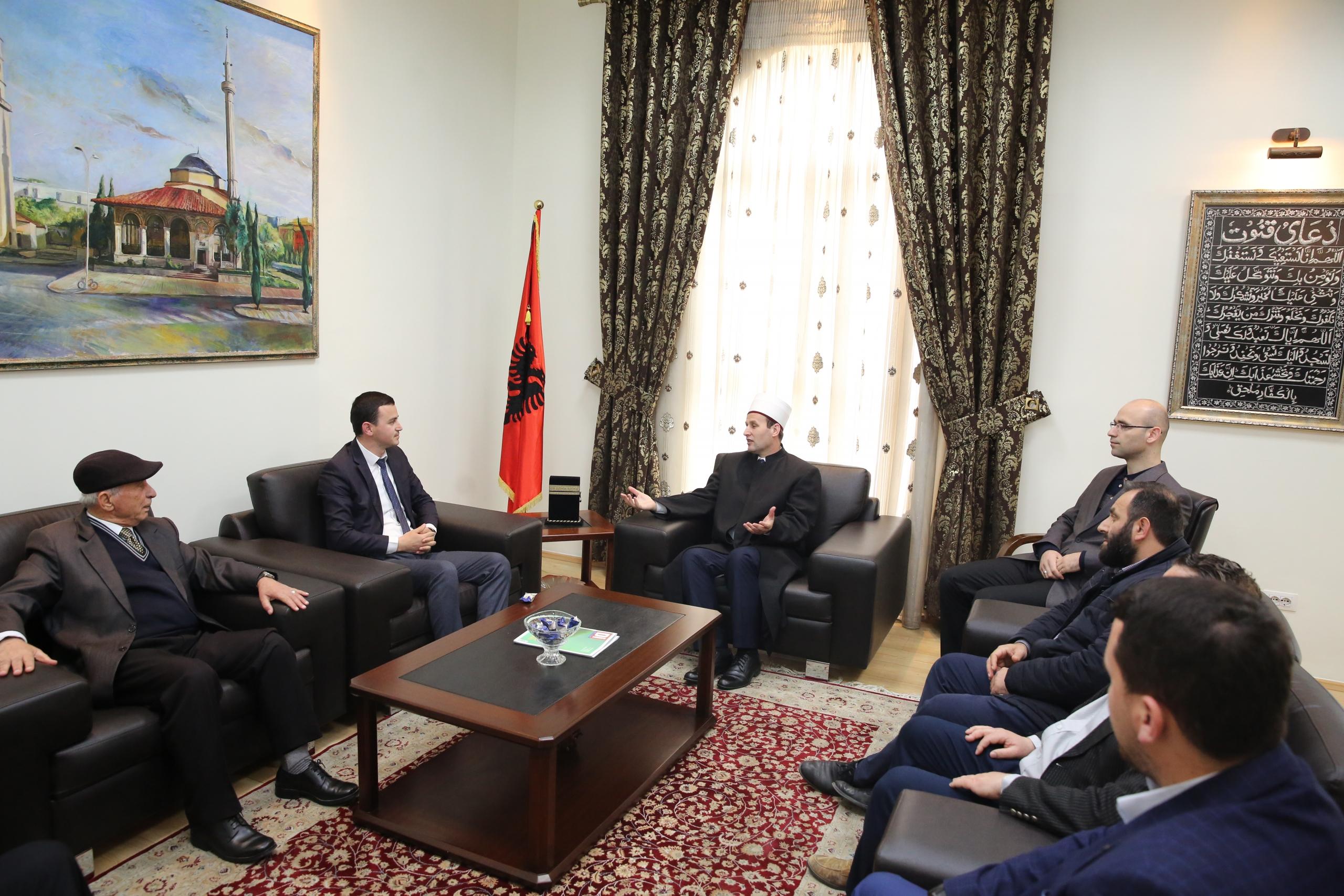 Kryetari i KMSH-së takim me myftiun dhe imamët e Fierit
