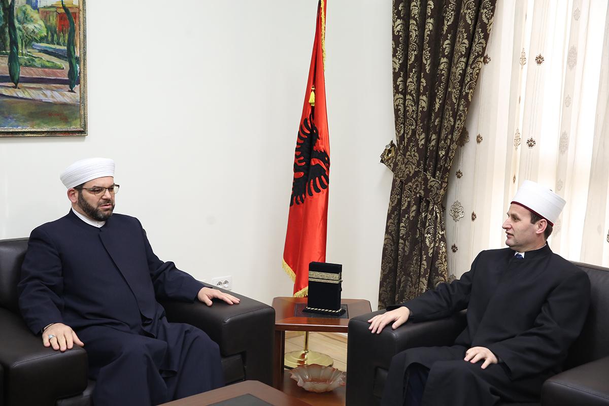 Kryetari i KMSH-së pret në një takim Myftiun dhe imamët e Shkodrës