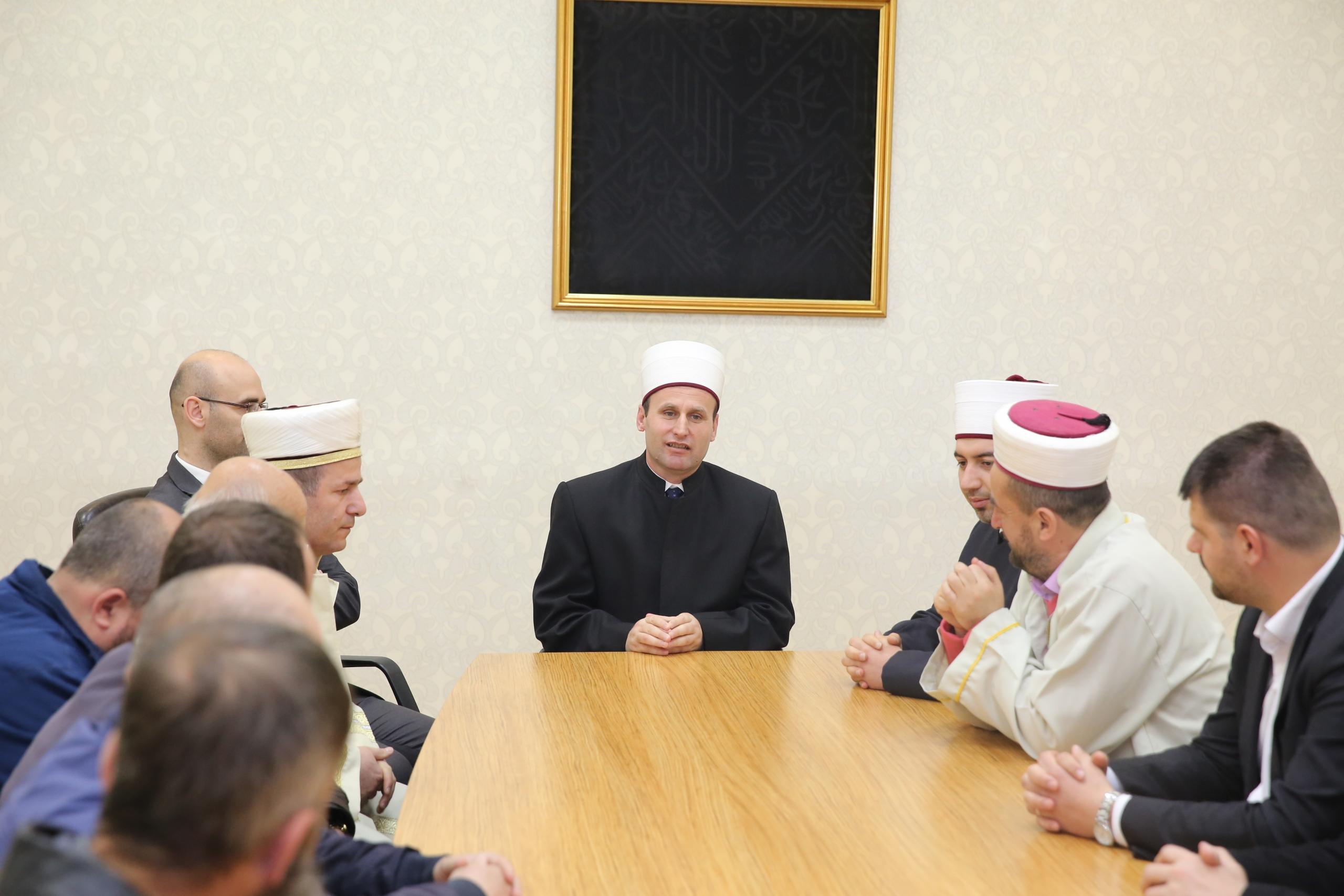 Kryetari i KMSH-së takim me myftinitë e Korçës, Pogradecit dhe Devollit