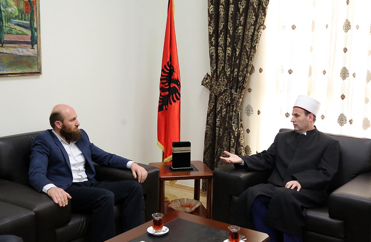 Kryetari i KMSH-së pret në një takim myftiun dhe imamët e Sarandës