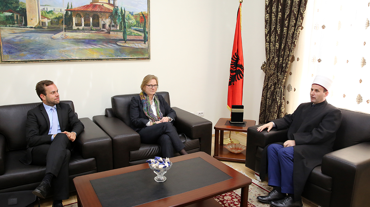 Ambasadorja e Gjermanisë në Tiranë viziton KMSH-në
