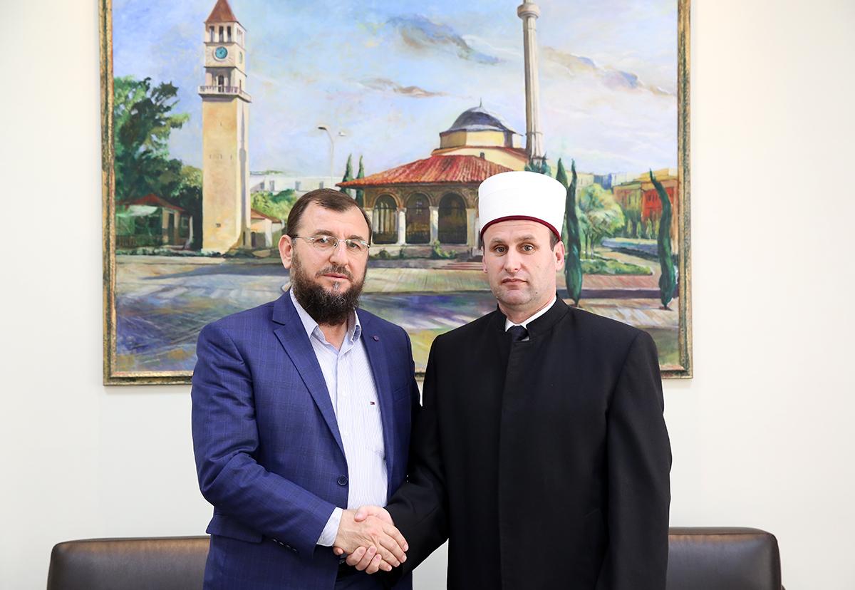 Myftiu i Kavajës uron Kryetarin e KMSH-së