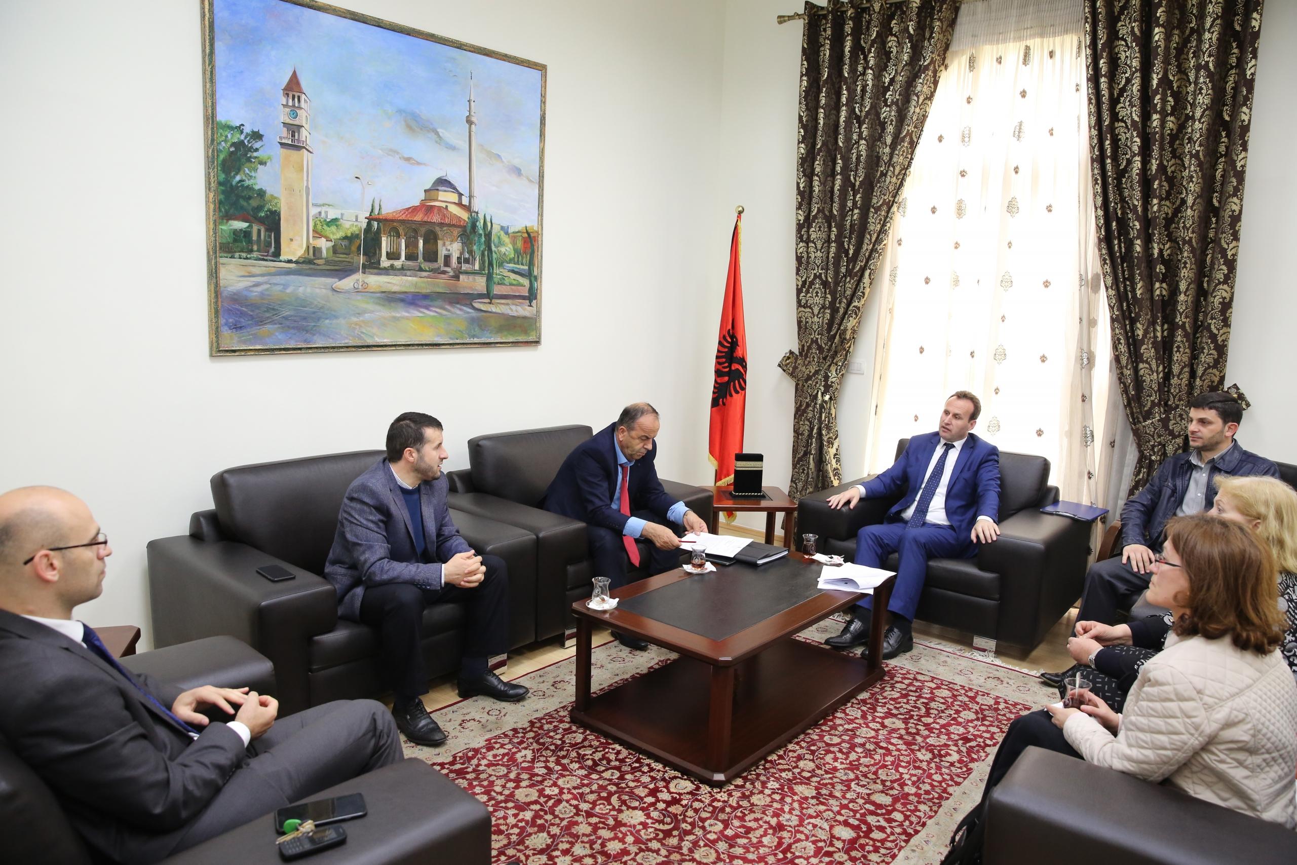 Kreu i KMSH-së pret në takim drejtuesit e Medresesë së Durrësit dhe Shkodrës