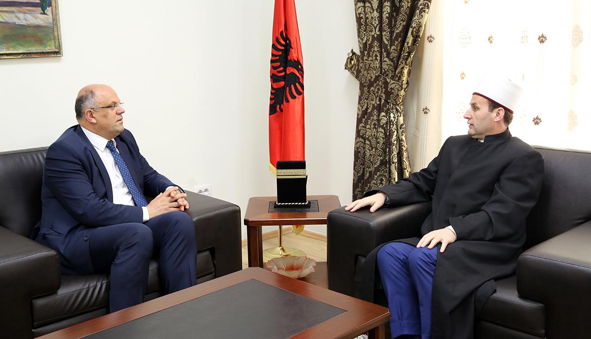 I ngarkuari me punë i Ambasadës së Kosovës viziton KMSH-në