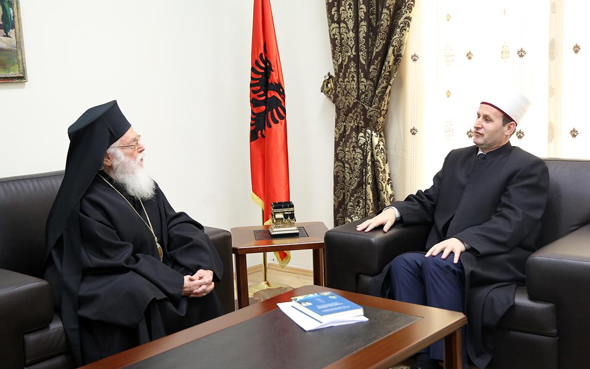 Kryepeshkopi i Kishës Ortodokse Autoqefale të Shqipërisë, viziton KMSH-në