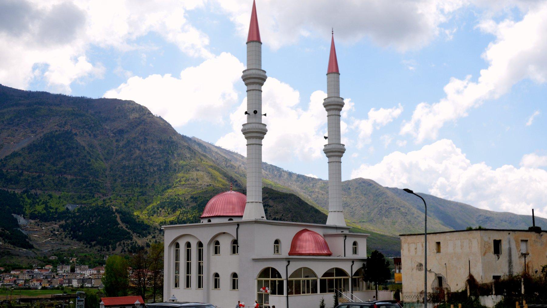 """Inaugurohet Xhamia """"Ebu Hanife"""" në Bulqizë"""