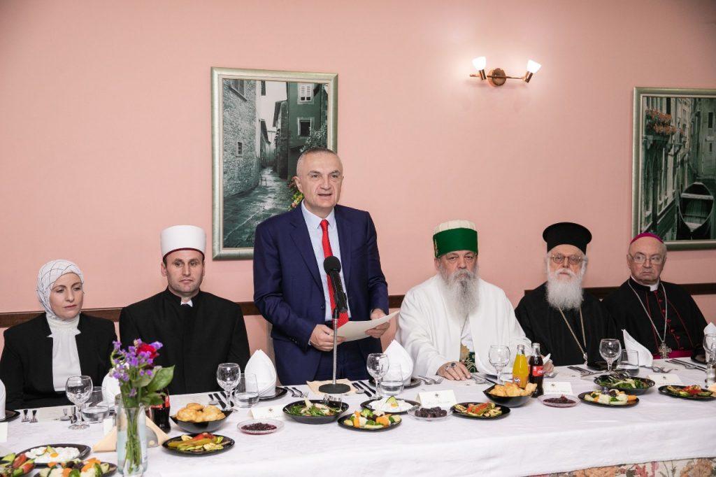 Presidenti Meta shtron iftar me rastin e muajit të Ramazanit