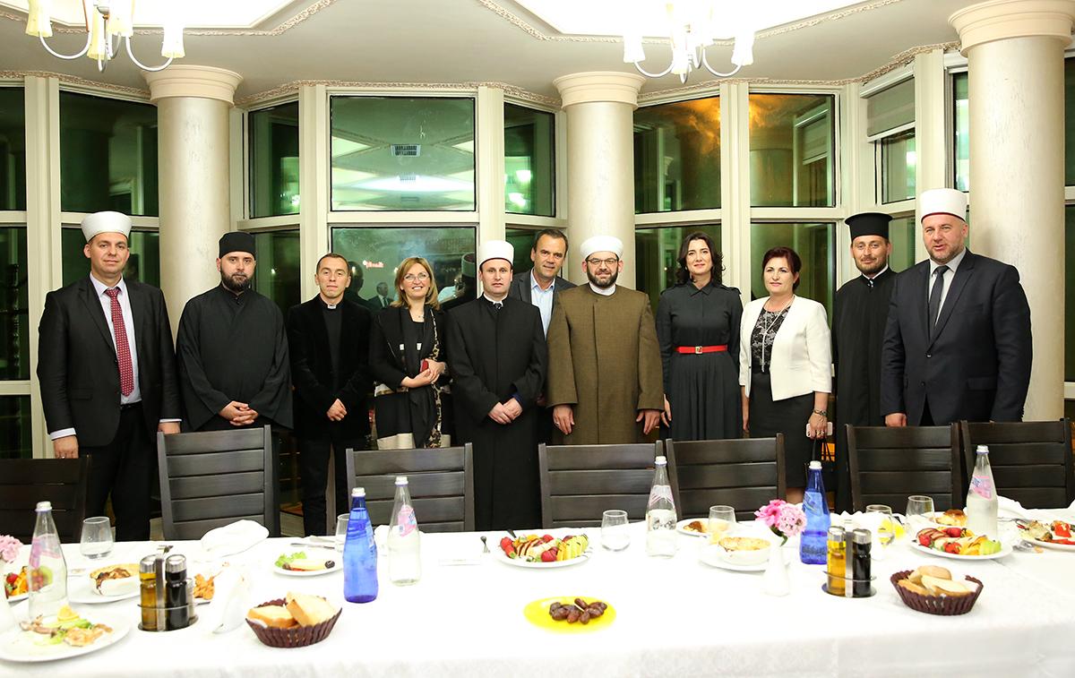 Myftinia e Shkodrës shtron iftar me personalitete dhe intelektualë të qytetit