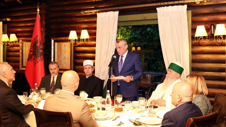 Kryetari i Kuvendit, z. Gramoz Ruçi shtron iftar për Muajin e Ramazanit