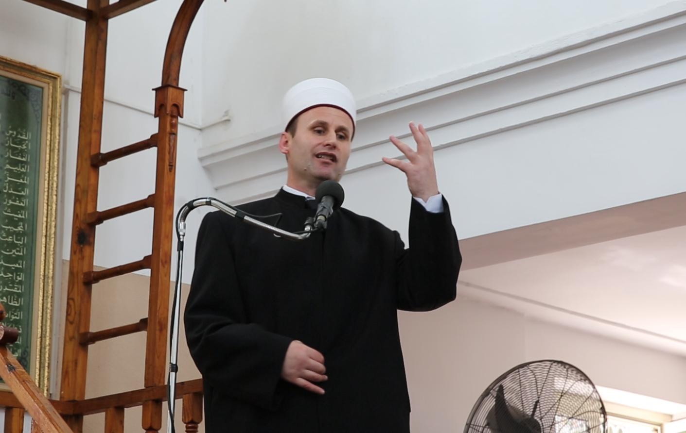 Kryetari i KMSH-së mban hytbe në Xhaminë e Qendrës në Durrës