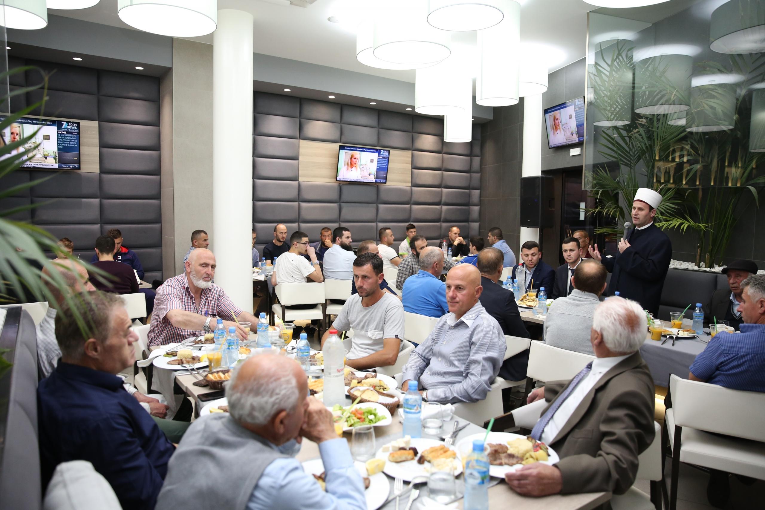 Myftinia e Fierit shtron iftar për besimtarët e qytetit
