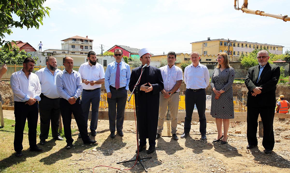 Inaugurohet fillimi i punimeve të Xhamisë së re në lagjen Kiras, Shkodër