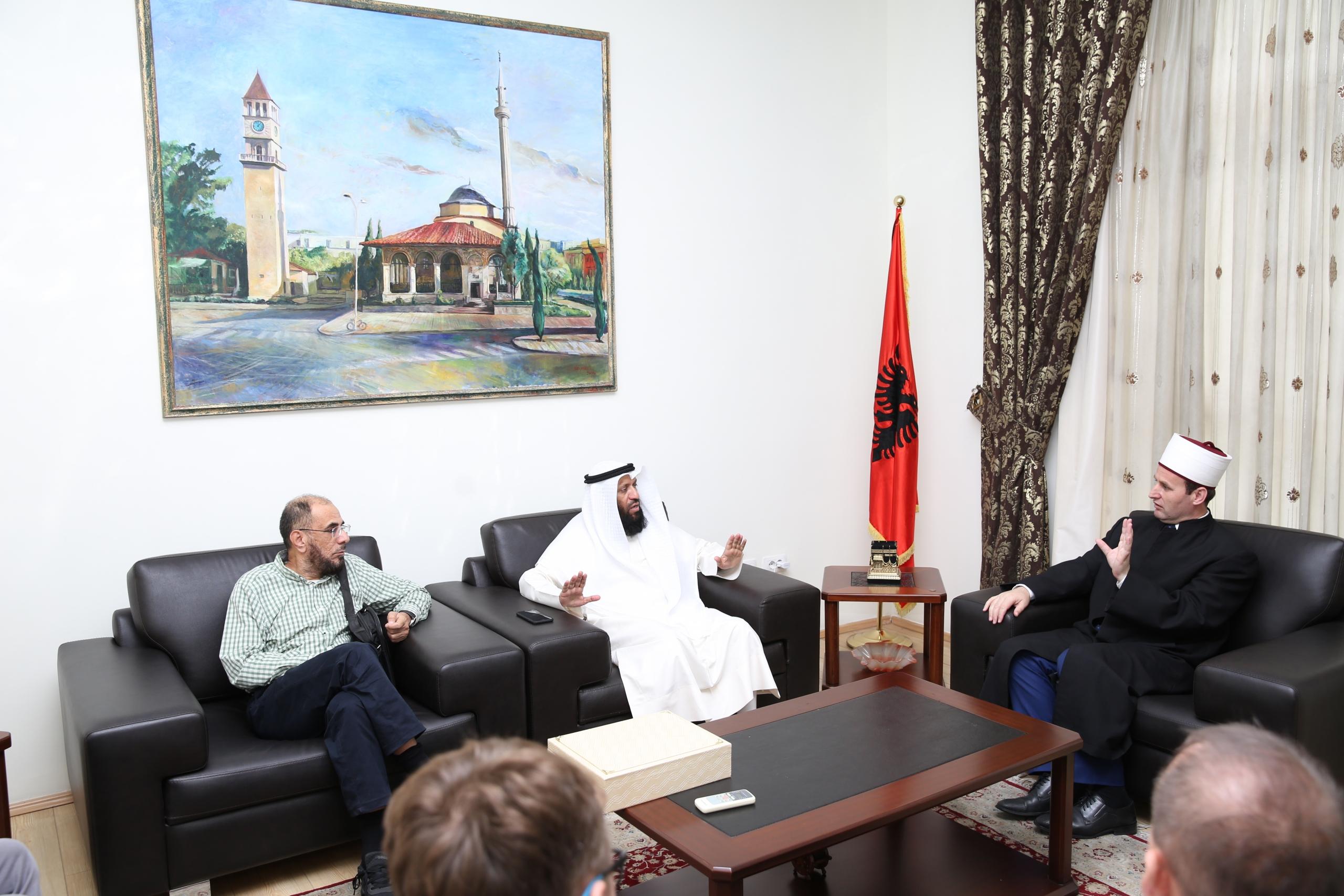 Kryetari i KMSH-së pret në një takim zv/ministrin kuvajtian