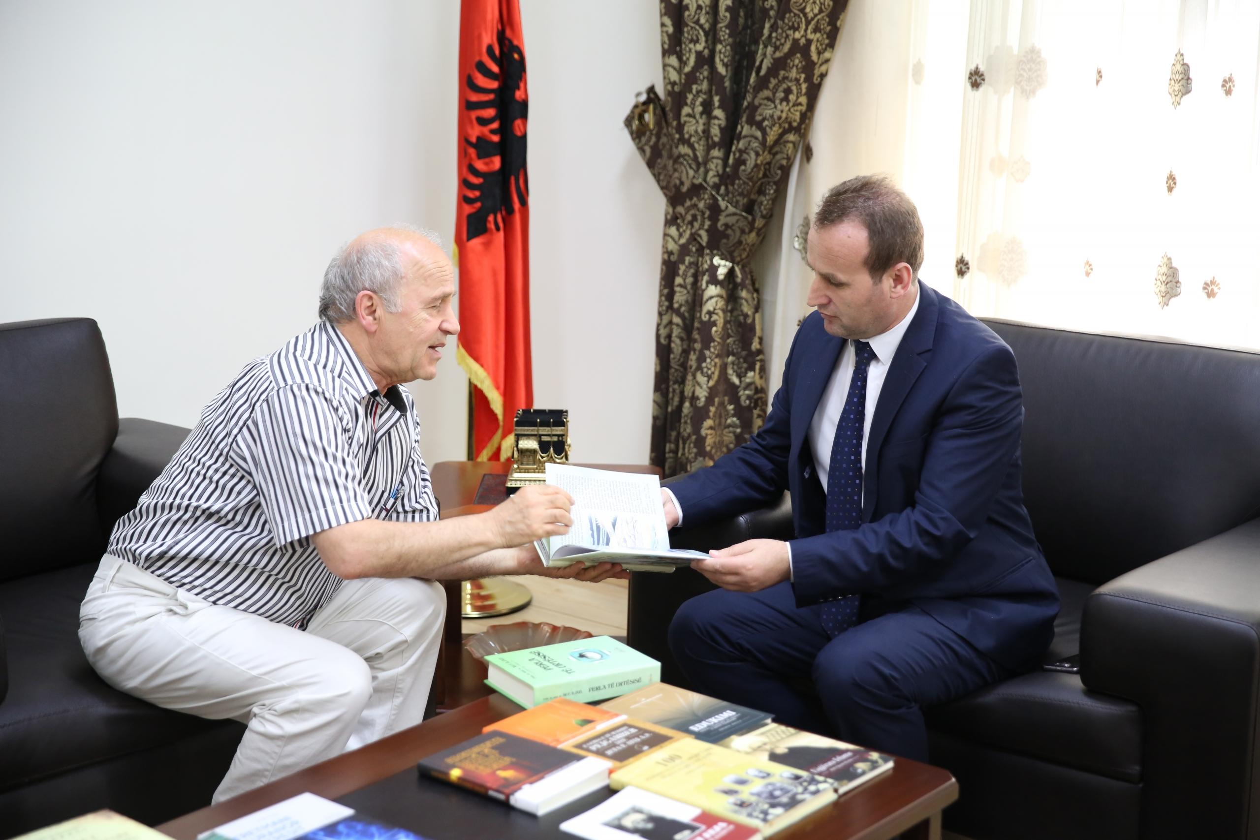 Kreu i KMSH-së pret në takim studiuesin Ali Iljazi