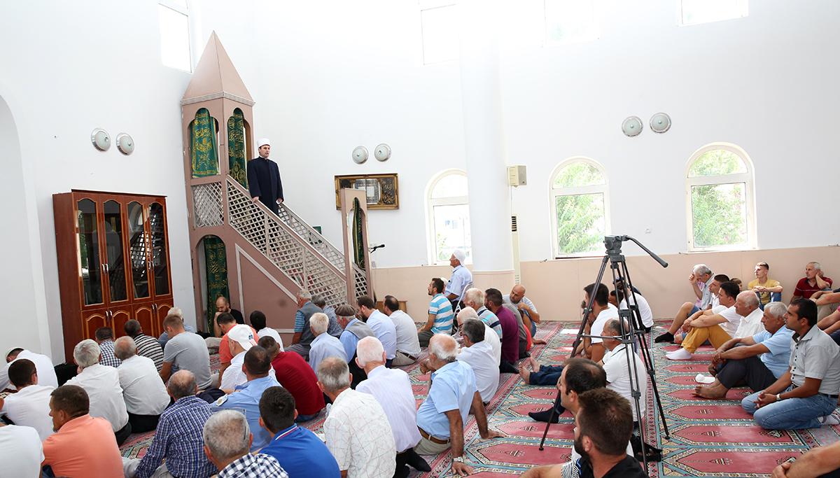 Kryetari i KMSH-së mban hutben në xhaminë e qendrës, Kavajë