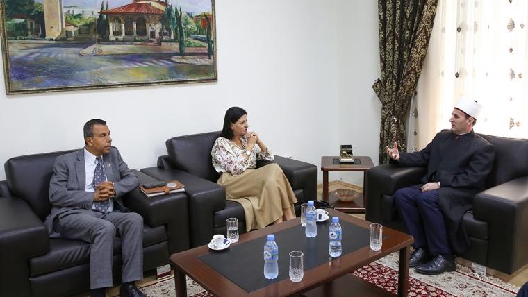 Ambasadorja e Palestinës në Tiranë viziton KMSH-në
