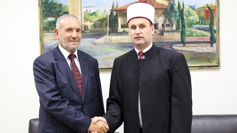 Dr. Rexhep Boja, ish-kryetar i BIK viziton KMSH-në