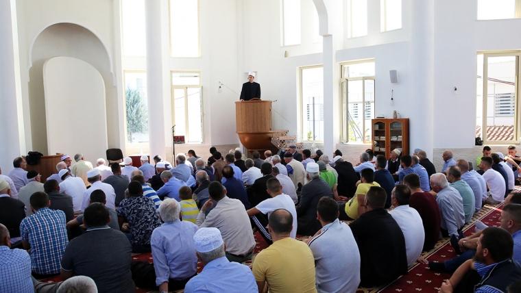 Kryetari i KMSH-së mban hytben e radhës në xhaminë e qendrës, Kamëz