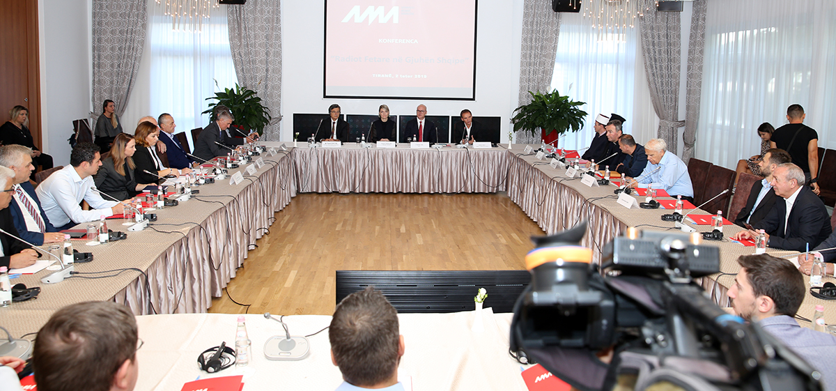 """Zhvillohet konferenca mediatike: """"Radiot fetare në gjuhën shqipe"""""""