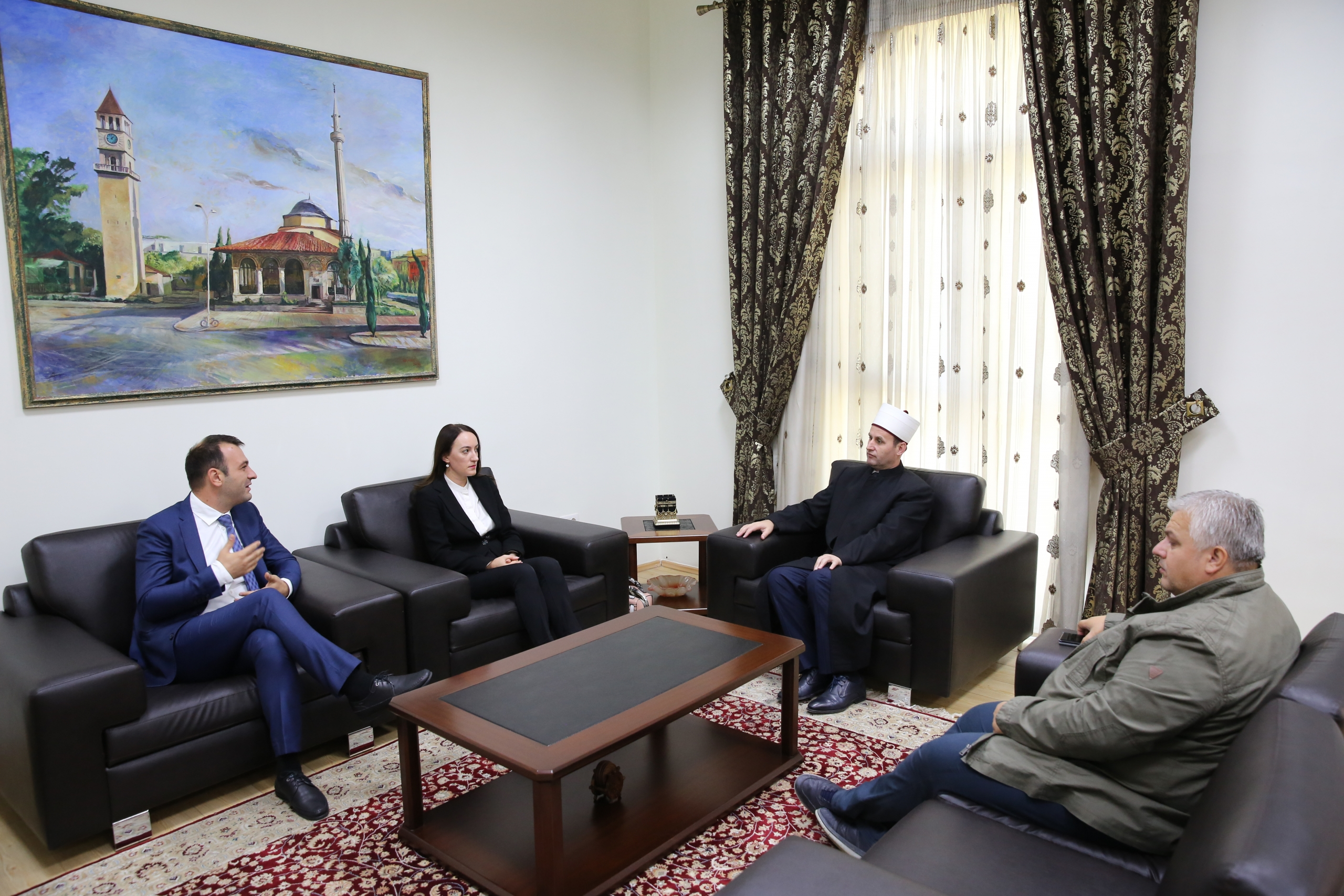 Kreu i KMSH-së pret në takim Komisionerin për Mbrojtjen nga Diskriminimi