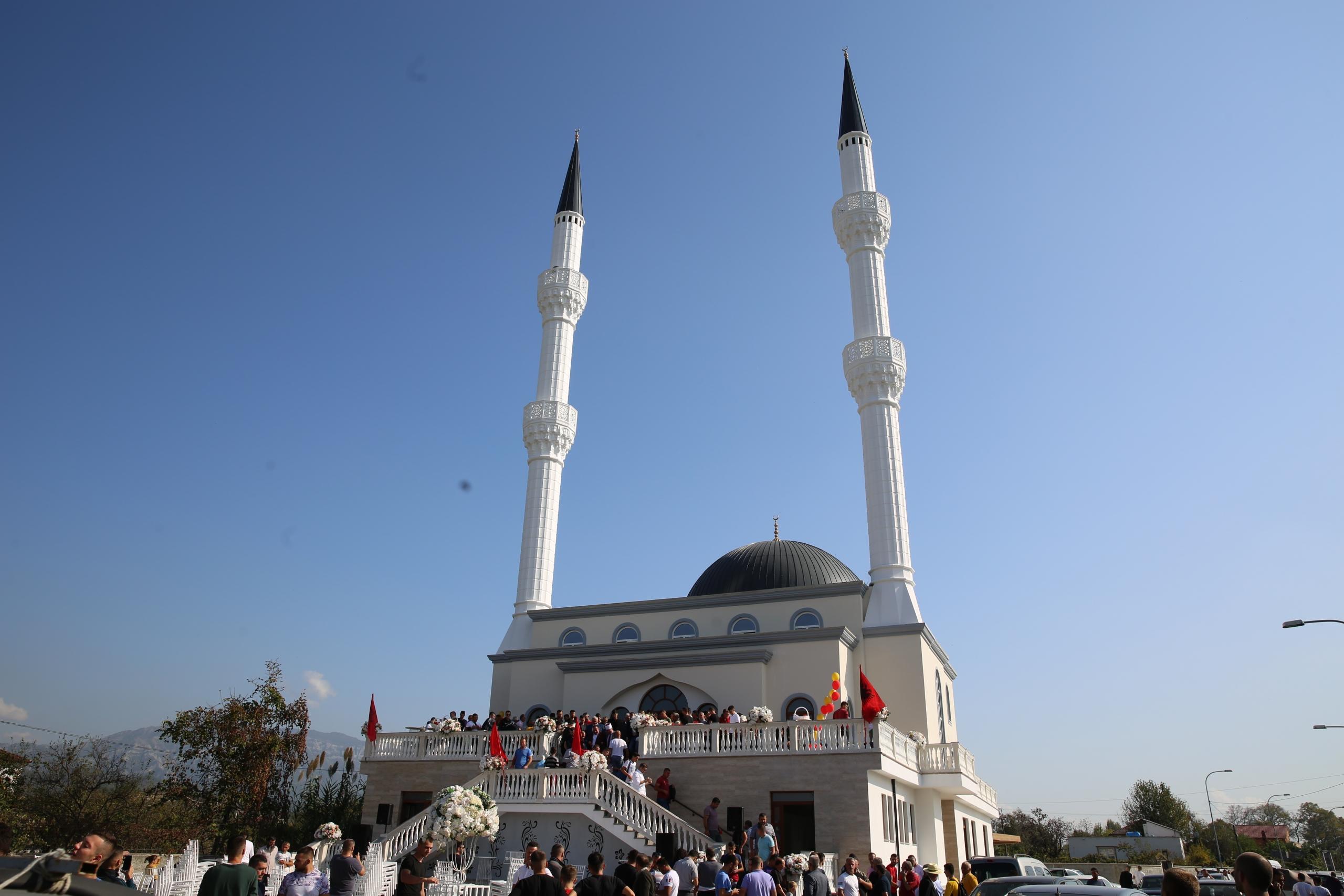 Inaugurohet Xhamia e re Arrameras në Fushë-Krujë