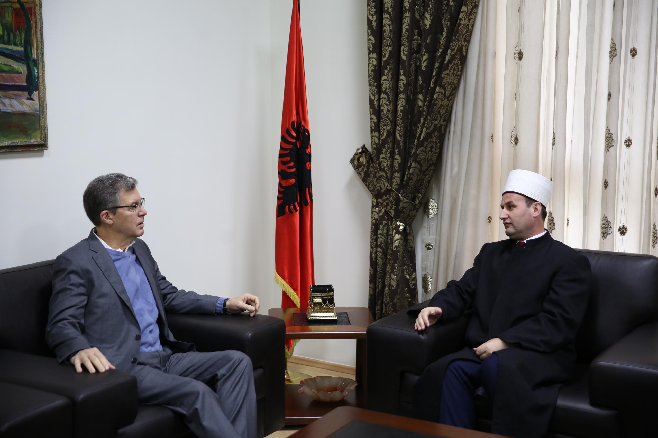 Kryetari i KMSH-së pret në takim Ambasadorin e Lirisë së Besimit në SHBA