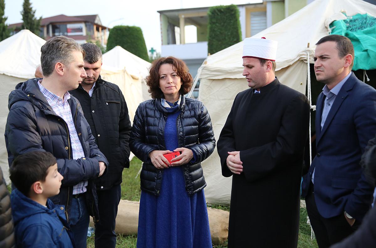 Përfaqësues të KMSH-së vizitojnë familjet e prekura nga tërmeti në Thumanë