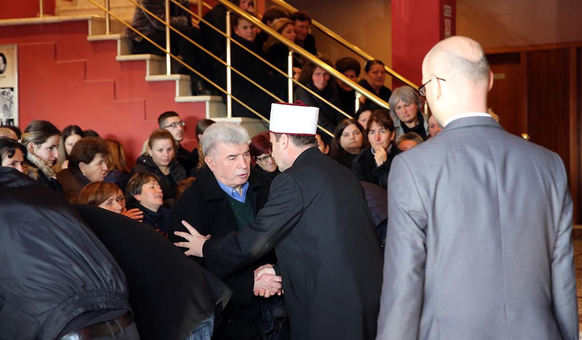 Kryetari i KMSH-së merr pjesë në ceremoninë mortore të familjes Lala