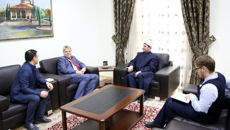 Ambasadori i Austrisë në Tiranë viziton KMSH-në