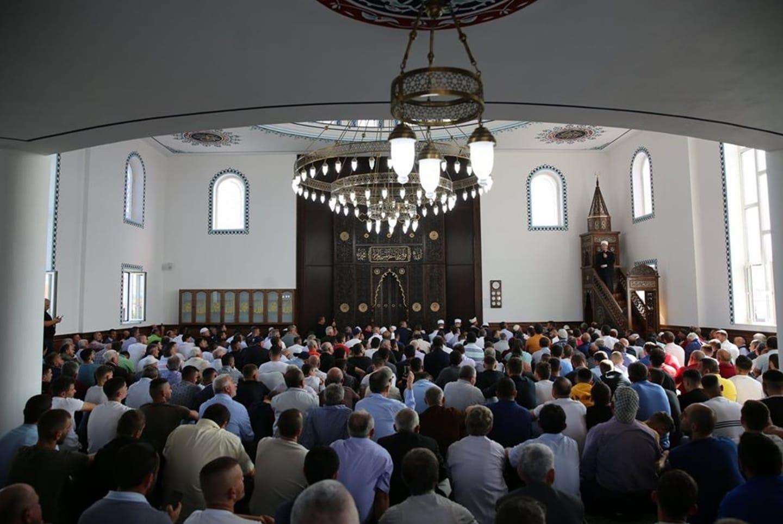 Besimtarët myslimanë luten në të gjitha xhamitë e vendit për të prekurit nga tërmeti