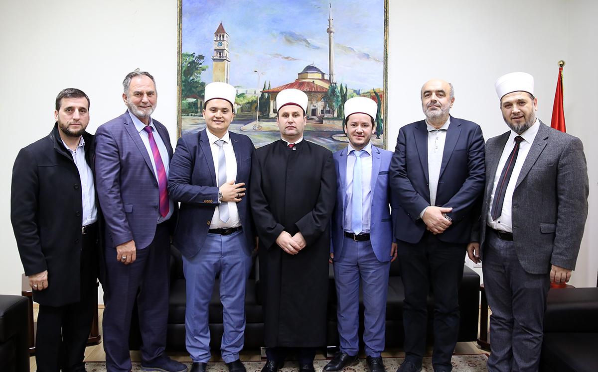 Delegacioni i Unioneve të Bashkësive Islame Shqiptare të Europës, viziton KMSH-në