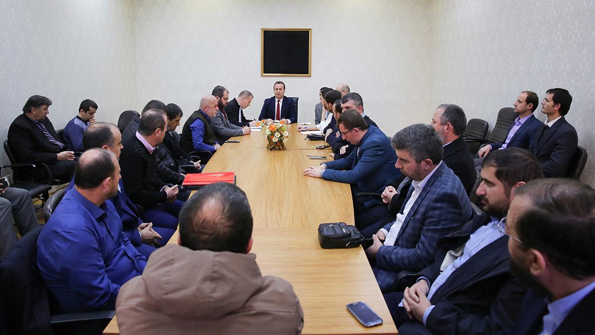 Kryetari i KMSH-së pret në një takim pune myftinjtë e vendit