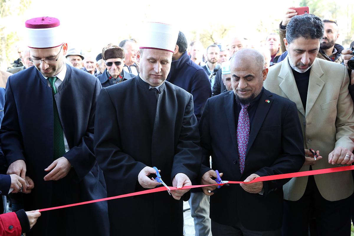 Hap dyert xhamia e re e fshatit Pezë e Vogël, Tiranë