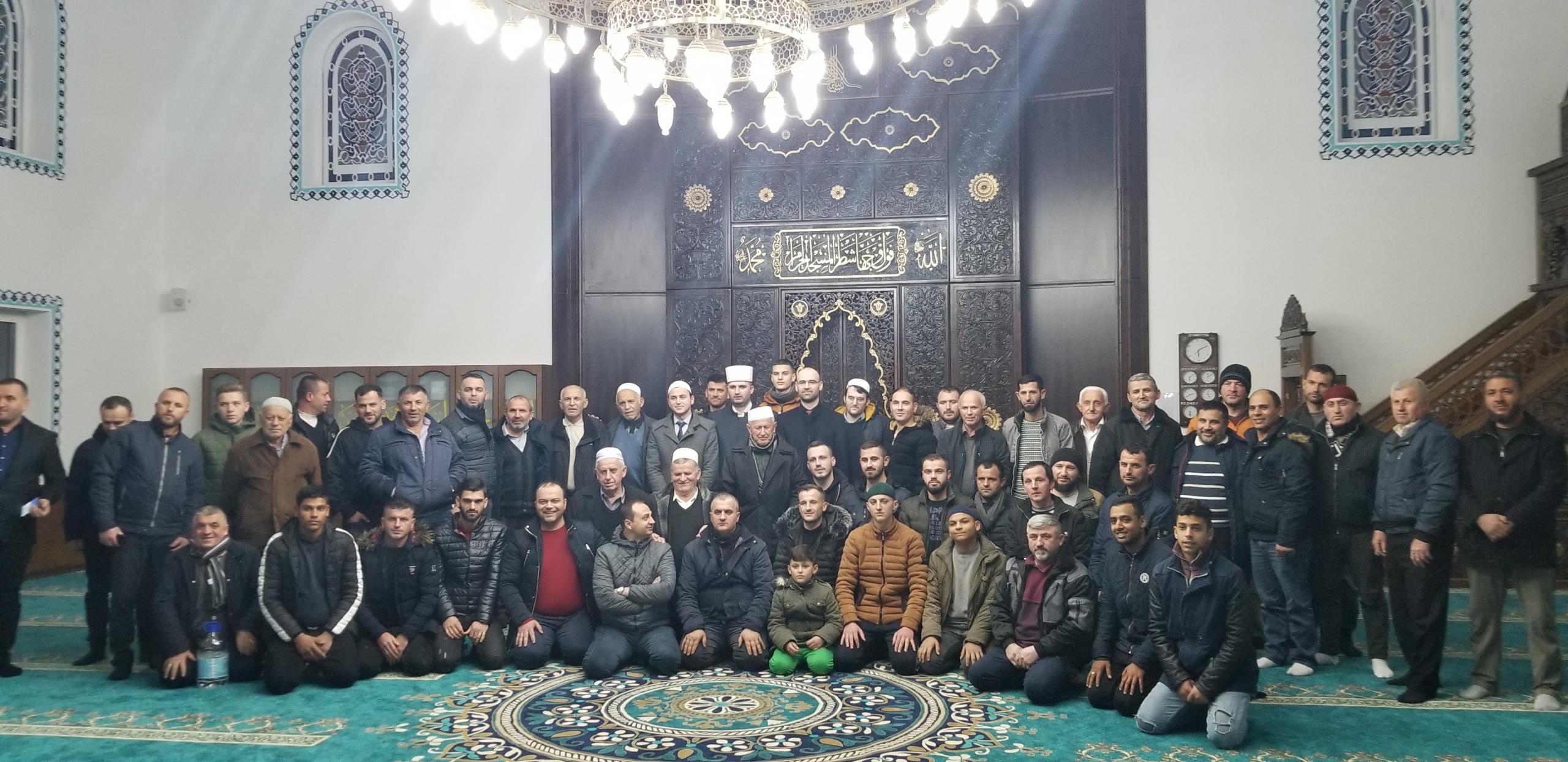 """Frytet e besimit ndalen në xhaminë """"Arrameras"""", Fushë Krujë"""
