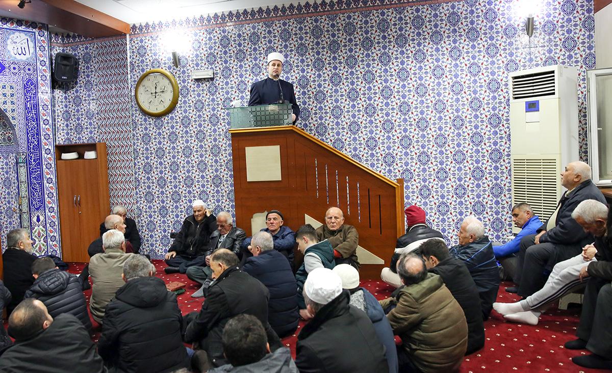 """Kryetari i KMSH-së mban hutben në xhaminë e """"Medresesë"""", Tiranë."""